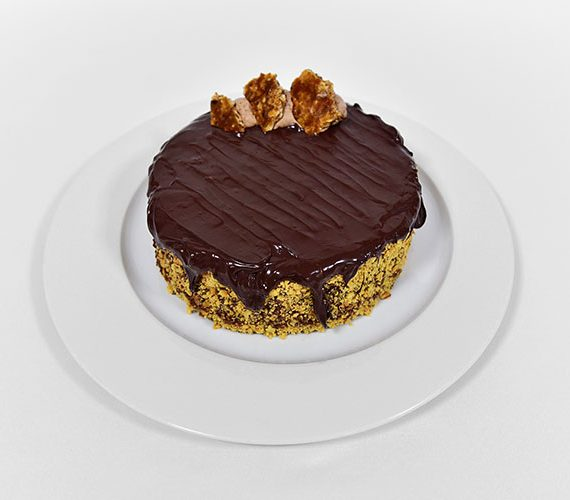 Chocolate Snickers gateau